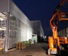 Piattaforma ple impegnata in lavori di ristrutturazione antisismica presso l'azienda Rittal