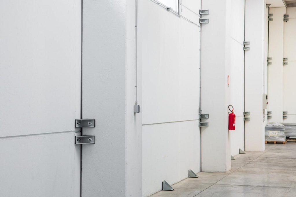 parete di un azienda al termine di un lavoro completamente pulita