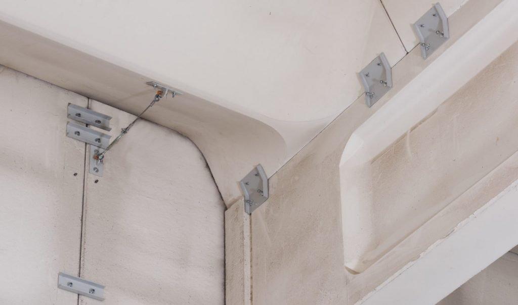 vincoli tra capriate e pilastri presso l'azienda Sandra Spa