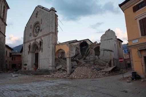 città d'arte colpita da un terremoto