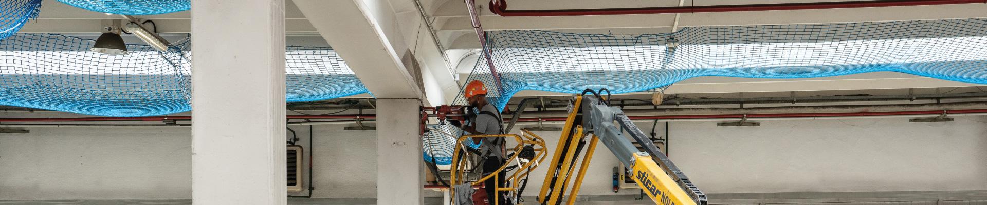 personale Seriana Edilizia impegnato in una ristrutturazione antisismica industriale