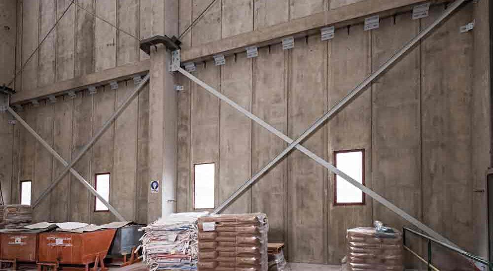 Sistema di controventi diagonali realizzati tramite profili commerciali (UPN) al fine di migliorare il comportamento sismico globale dell'edificio