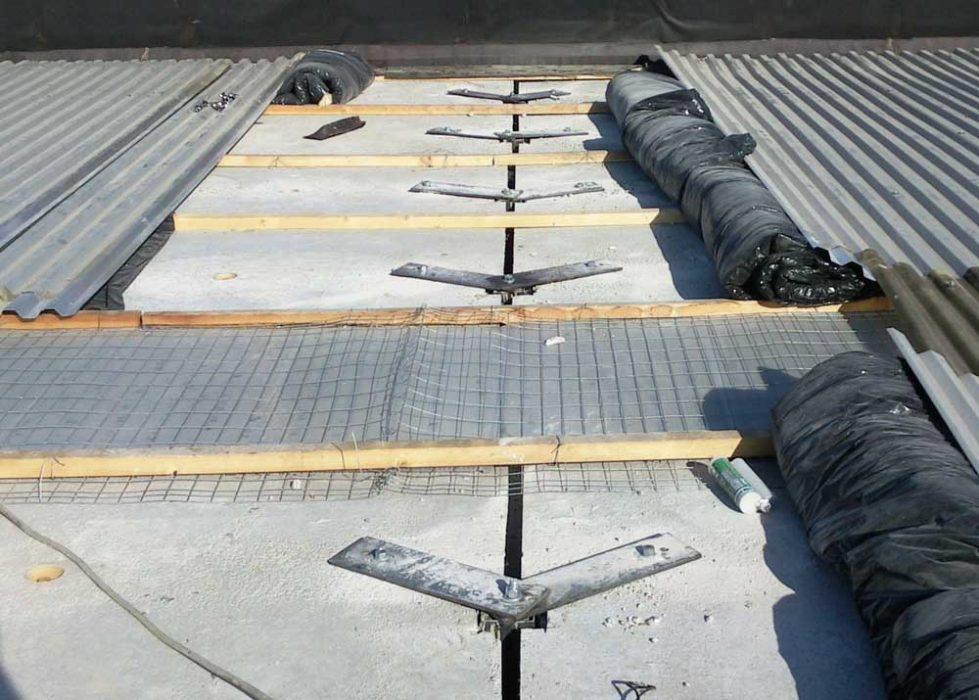 Sistema di vincolo tegolo – trave tramite profili in acciaio con intervento dalla copertura.