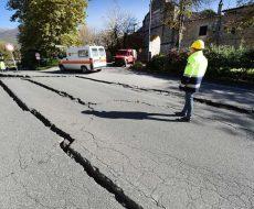 manto stradale dissestato a seguito di un sisma