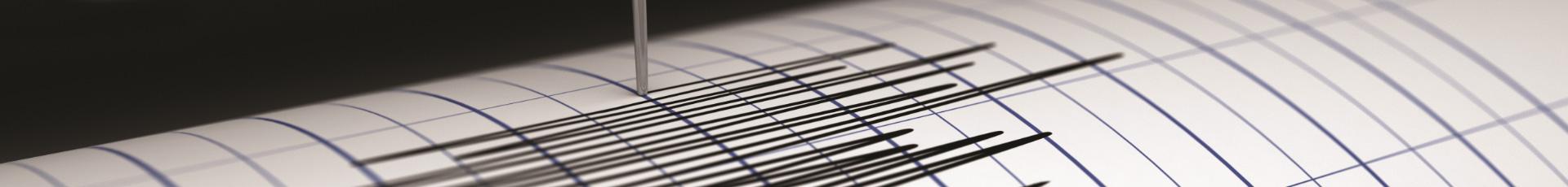 sismografo rileva una scossa di terremoto e lo traccia sul grafico